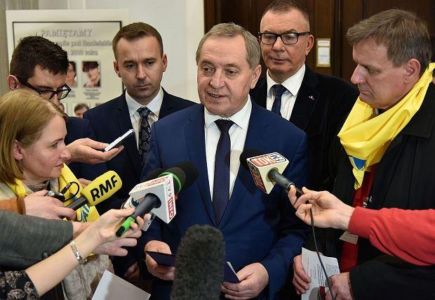 Henryk Kowalczyk udzielający wywiadu w Sejmie (2016)