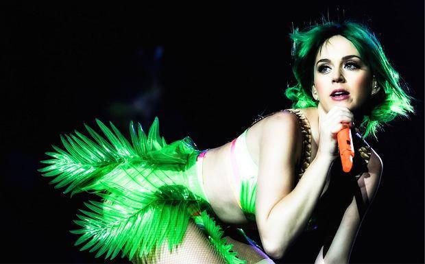 Romantyczny wypad na Sardynię? Tak wakacje spędzili Orlando Bloom i Katy Perry. Nie byłoby w tym nic dziwnego, gdyby nie fakt, że Bloom paradował  nago.