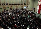 Sejm uchwalił ustawę ws. ratyfikacji konwencji o zapobieganiu przemocy. Ale część koalicji się wyłamała