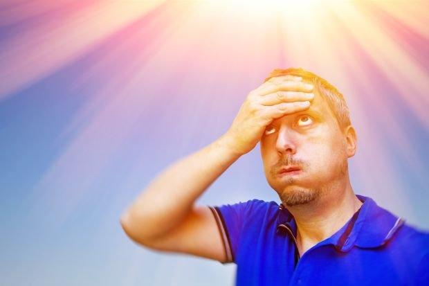 Nieznośny BÓL GŁOWY często nas dopada w upalne dni. Co można na to poradzić?