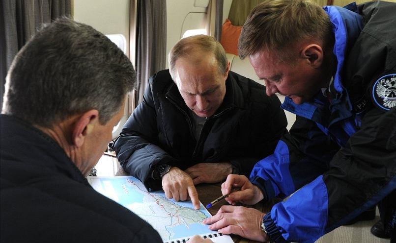 Władimir Putin podczas inspekcji budowy mostu na Krym