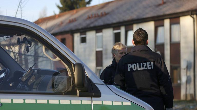Policja przed ośrodkiem dla uchodźców
