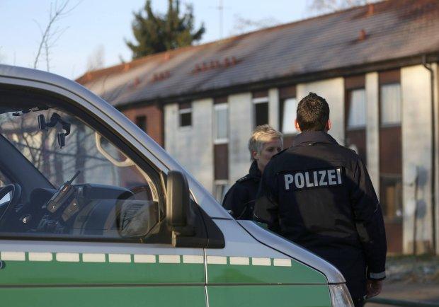 Policja przed o�rodkiem dla uchod�c�w