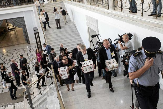 Episkopat: Popieramy ograniczenie handlu w niedzielę