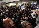 Turecki zamach na pras�. Policja wdar�a si� do redakcji najwi�kszego dziennika, u�yto gazu i armatek
