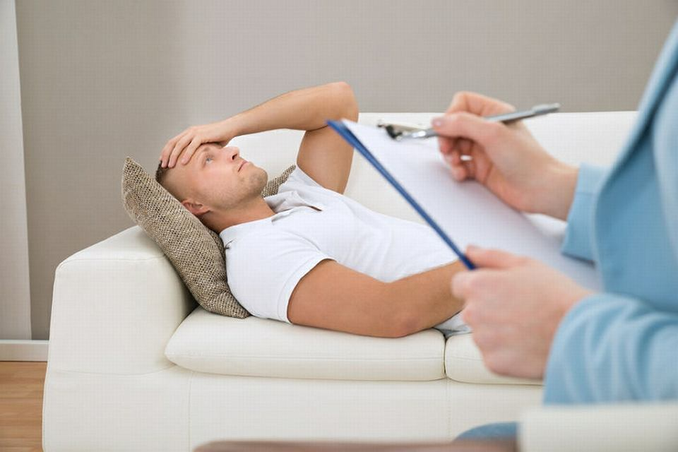 Dr Tomasz Witkowski: Na początek pacjent powinien zobaczyć certyfikat terapeuty i sprawdzić, czy jest psychologiem lub lekarzem