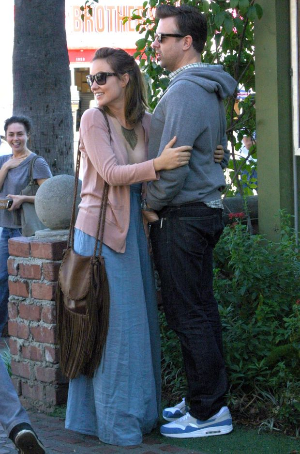 ?NATIONAL PHOTO GROUP   Olivia Wilde keeps close to Jason Sudeikis after they finish a lunch at the Alcove in Los Feliz.  Job: 012612J1  .  Jan. 26th, 2012 Los Feliz, CA  NPG.com