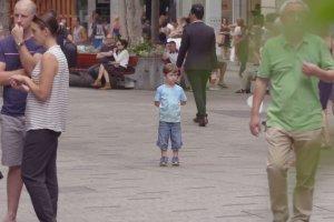 Widzisz zagubione dziecko. Co robisz? Zatrzymujesz się, idziesz dalej?