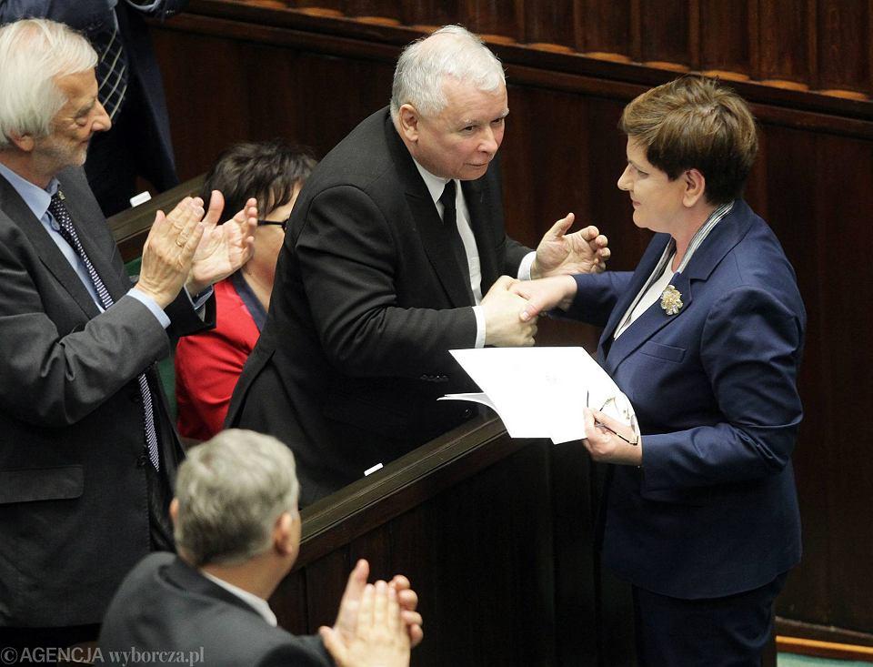 Prezes PiS gratuluje Beacie Szydło wystąpienia i ataku na opozycję