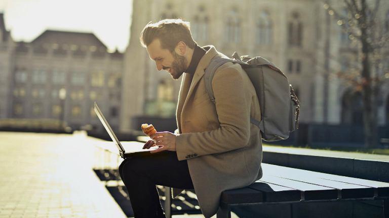 Laptopy na podróż