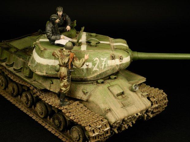 Współdziałanie wojsk pancernych i piechoty - radziecki ciężki czołg przełamania IS 2 model 1944 z załogą i zwiadowcą (fot. Radek Pituch)