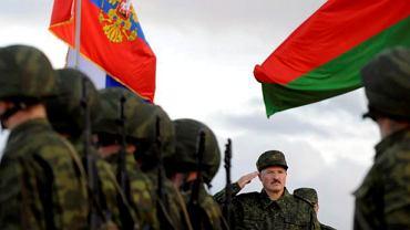 Aleksander Łukaszenka odbiera defiladę