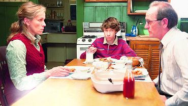 Frances McDormand, Richard Jenkins i Devin Druid. Kadr z serialu ''Olive Kitteridge''