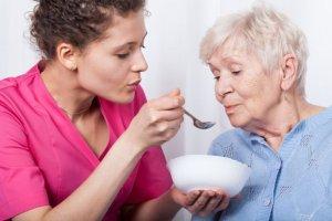 Jedzenie jest wa�ne! Jak prawid�owo �ywi� osoby starsze?