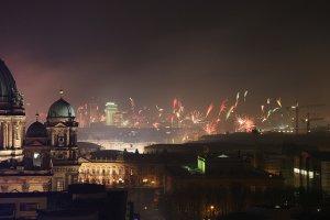 Pokazy fajerwerk�w, darmowe imprezy albo ich brak. Jak b�dzie wygl�da� miejski sylwester 2014 w Londynie, Edynburgu, Pary�u, Berlinie, Pradze i Madrycie