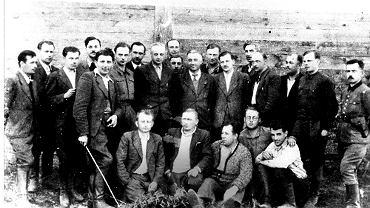 Stefan Kwaśniewski 'Wiktor' podczas odprawy oficerów AK  w Nowokajetanówce,  sierpień 1944 r.