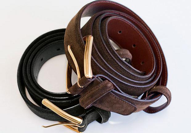10dd0673426b9 Brązowy pasek pasuje do brązowych i wiśniowych butów, czarny do czarnych.  Źle dobrany pasek