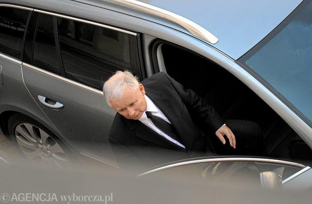 Zdjęcie numer 2 w galerii - Minister zdrowia: Nieprzyjęcie Jarosława Kaczyńskiego do szpitala zagrażałoby jego życiu