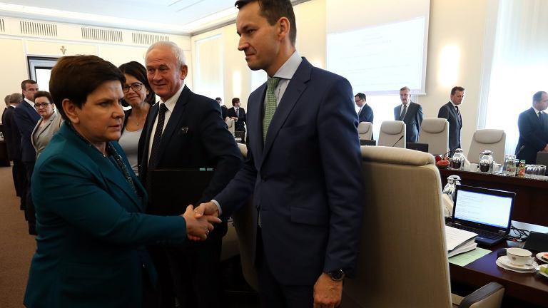 Premier Beata Szydło i wicepremier Mateusz Morawiecki podczas posiedzenia rządu.