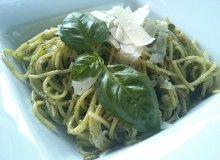 Spaghetti z bazyliowym pesto w towarzystwie parmezanu - ugotuj