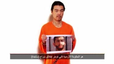 """Nagranie IS dot. porwanego Japończyka. Kadr z filmu: """"Kenji Goto New Message"""""""