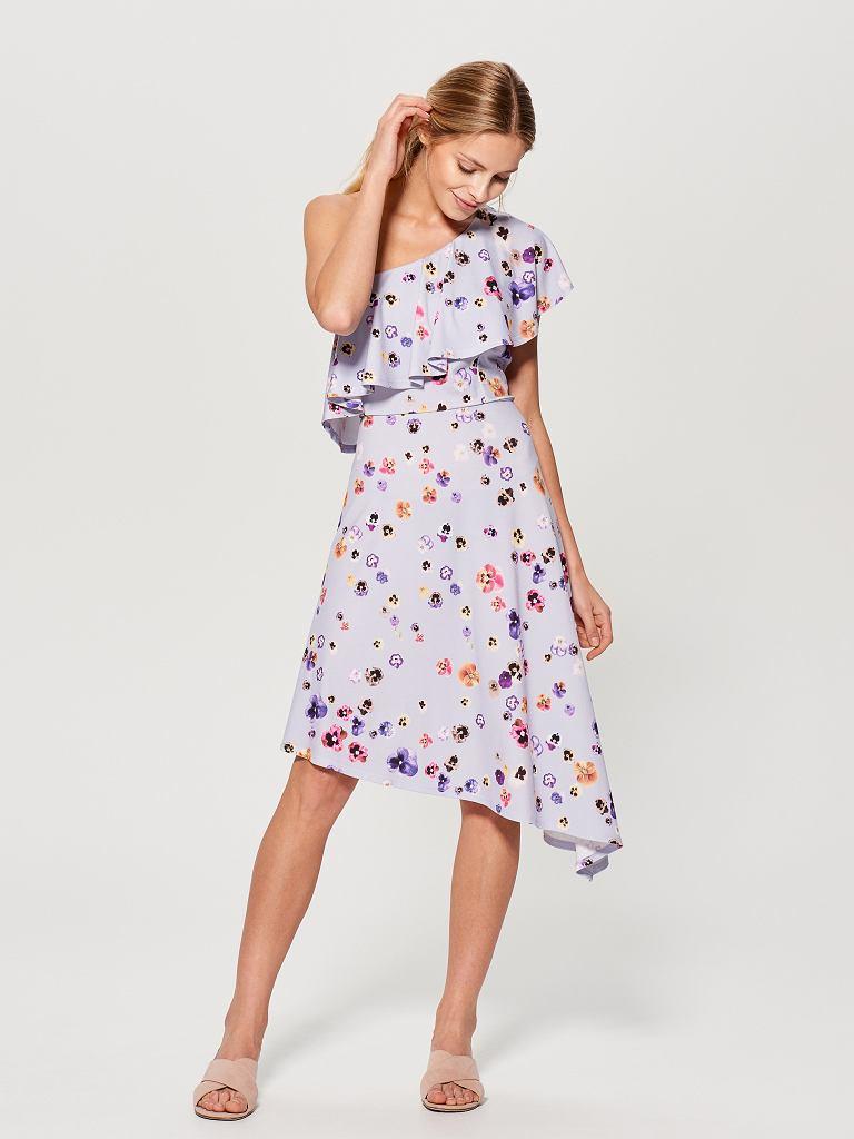 Sukienka w kwiaty z Mohito za 59,99 zł zamiast 129,99 zł / mat.pras.