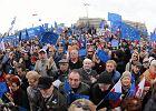 """Tysiące ludzi na ulicach cieszą się z obecności w Unii. W TVP Info cisza, a """"Wiadomości""""?"""