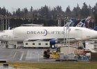 Gigantyczny samolot przez pomy�k� wyl�dowa� na ma�ym lotnisku. Za du�y, aby wystartowa�? W ko�cu si� uda�o
