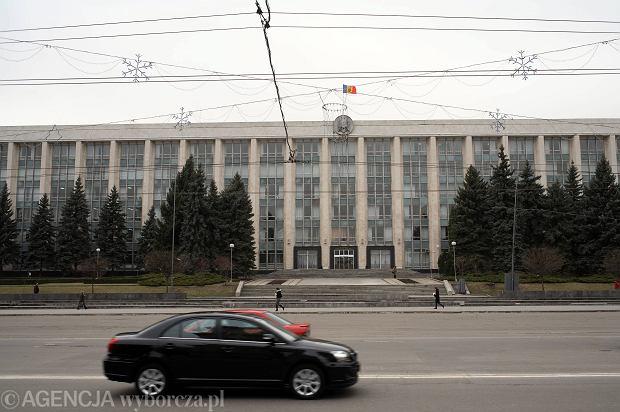 """Z mo�dawskiego systemu bankowego """"wyparowa�a"""" r�wnowarto�� ok. 12,5 proc. PKB tego kraju. �lady prowadz� do Rosji"""