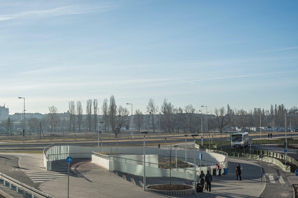 Nie ma wątpliwości, że przy budowie tego dworca interes pasażerów i mieszkańców miasta został zepchnięty na boczny tor (fot. Filip Springer)