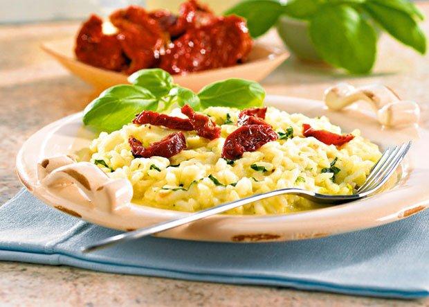 Przepis na risotto con mozzarella e pomodori semisecchi