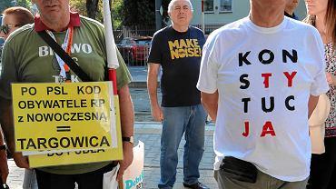 Pikieta pod siedzibą KRS zorganizowana przez Akcję Demokracja i Stowarzyszenie Sędziów Iustitia Polska. Trwają przesłuchania sędziów znanych z obrony niezależności sądownictwa. Warszawa, 20 września 2018