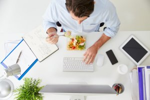 7 pomys��w na zdrow� przek�sk� w pracy