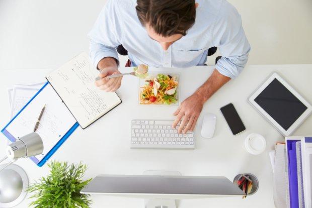 7 pomysłów na zdrową przekąskę w pracy