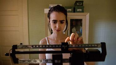 Główną rolę w 'Aż do kości' gra Lily Collins (córka słynnego muzyka Phila Collinsa), która - jak przyznała - chorowała na anoreksję