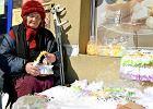 Pani Marianna z Radomia sprzedawała serwetki, dostała wysoki mandat od fiskusa. Zrzutkę na święta dla 90-latki zrobili internauci