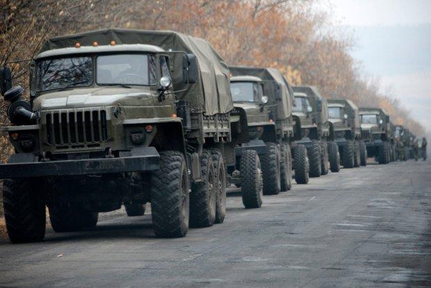 NATO: Rosyjskie czo�gi, artyleria i oddzia�y bojowe na granicy z Ukrain�. Kij�w szykuje si� do ofensywy