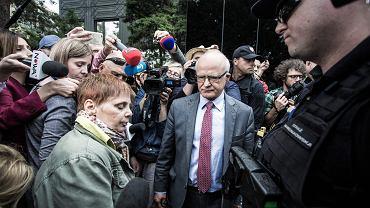 Założycielka i szefowa Polskiej Akcji Humanitarnej Janina Ochojska próbuje dostać się do Sejmu by odwiedzić protestujących rodziców dzieci niepełnosprawnych. Nie została wpuszczona. Warszawa, 16 maja 2018