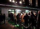 Berlin w Białymstoku, ludzie w kolejce, Mum na scenie