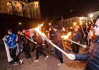 Nocny marsz narodowców z pochodniami w Krakowie
