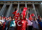 Premier Turcji: Uczestnicy puczu nie byli �o�nierzami, lecz terrorystami