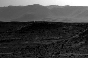 Dziwne �wiat�o na Marsie. Co sfotografowa� Curiosity?