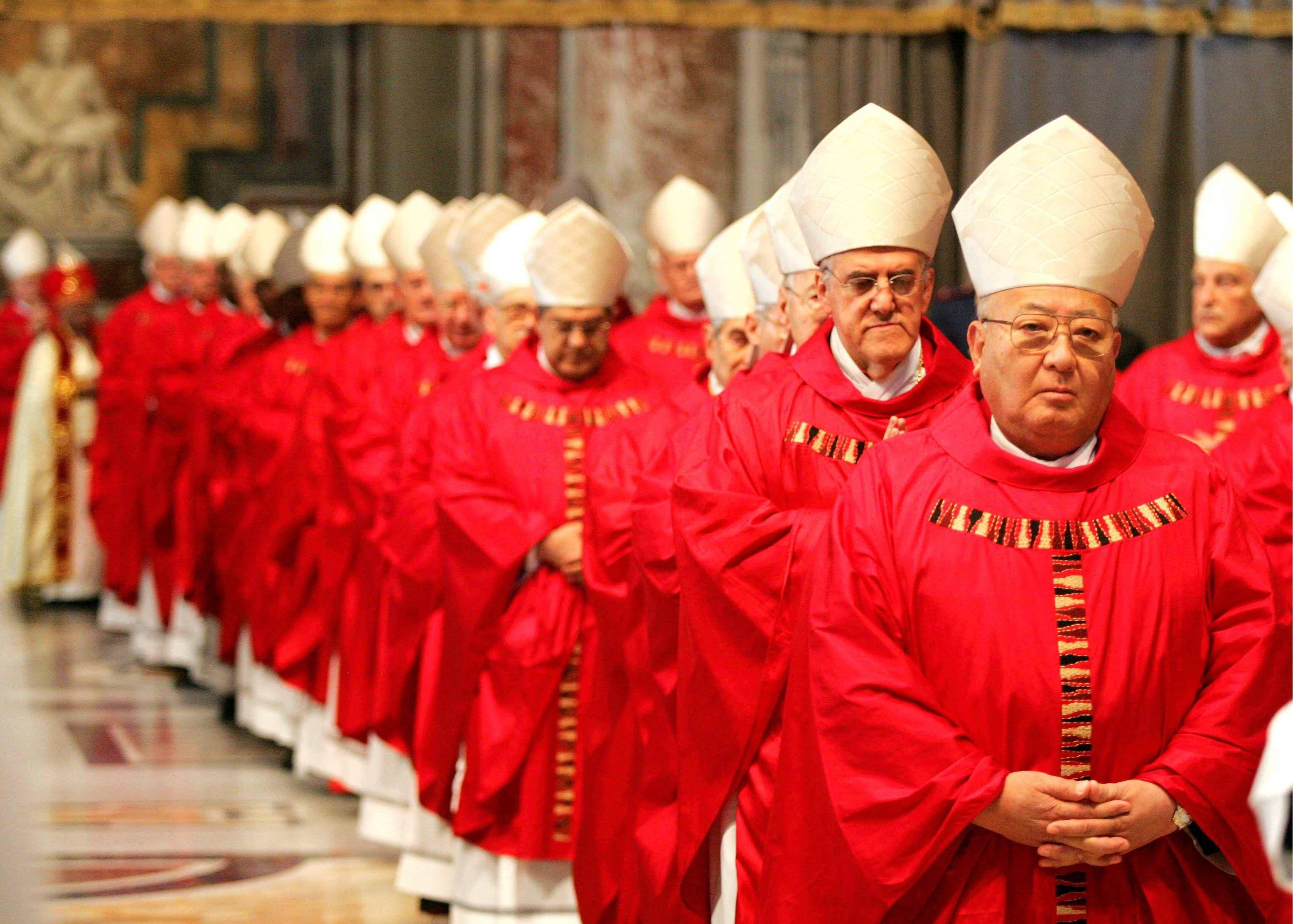 Msza rozpoczynająca konklawe - procesja kardynałów (fot. Kuba Atys / Agencja Gazeta)