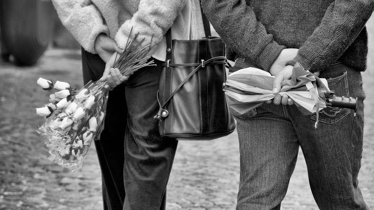 Znalezione obrazy dla zapytania goździki dzień kobiet prl