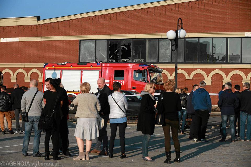 ad7aa83f2eac5 Zdjęcie numer 2 w galerii - Pożar w CH Ptak. 20 zastępów straży pożarnej w