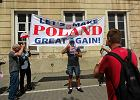 Darmowa wycieczka na Trumpa. Dziennikarki witały prezydenta USA razem z wrocławianami przywiezionymi do Warszawy przez PiS