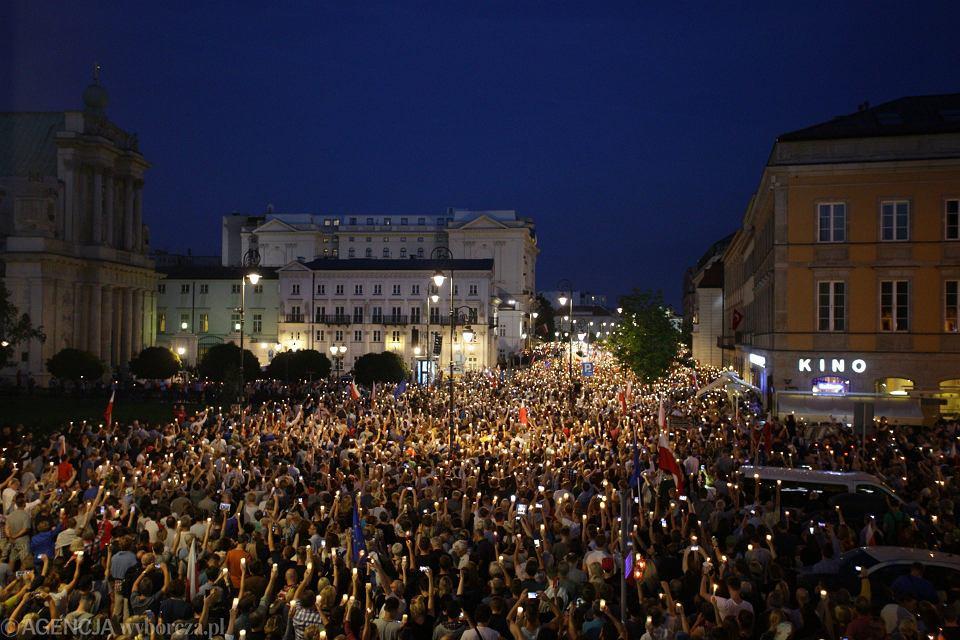 Manifestacja pod Palacem