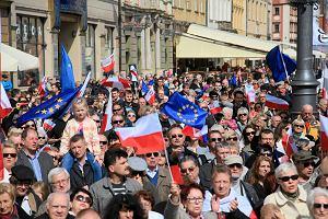 KOD z opozycją, narodowcy i Parada Schumana. Sobotnie demonstracje w Warszawie