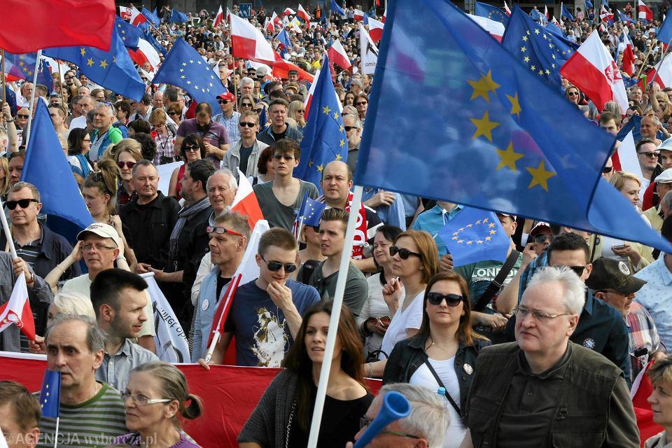 Demonstracja KOD 'Jesteśmy i będziemy w Europie', Warszawa, 7 maja 2016