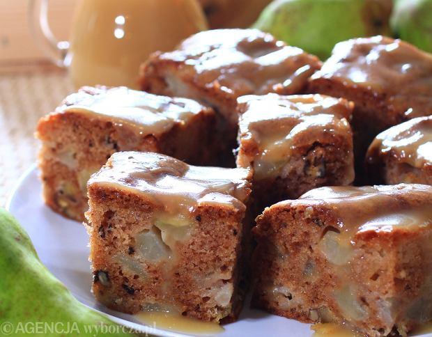 Gruszkowe ciasto z orzechami włoskimi